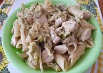 Kuřecí kousky s brokolicí a smetanou