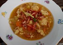Květákovo-slaninová polévka
