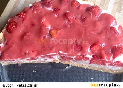 Nepečený dětský jahodový dort