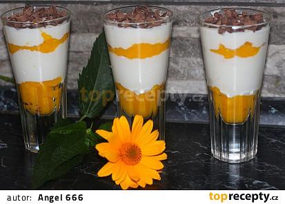 Tvarohové pohárky s kokosovým mlékem a mangem