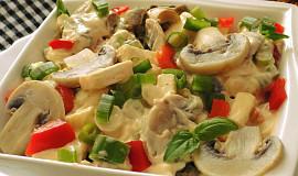 Žampionový salát s hermelínem a jarní cibulkou
