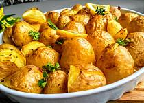 Citronové brambory pečené s  jarní cibulkou a bylinkami