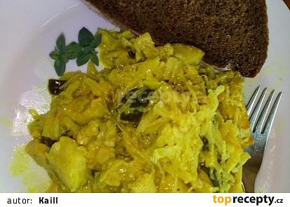 Kuřecí kousky s cuketou a kysaným zelím na curry