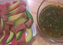 Sashimi z tuňáka s avokádem a rajčatovou-koriandrovou salsou