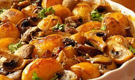 Žampionový pekáček s novými bramborami a šalotkami