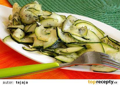 Cuketový salát s mákem