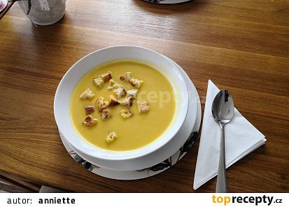 Dýňová polévka s kořenovou zeleninou