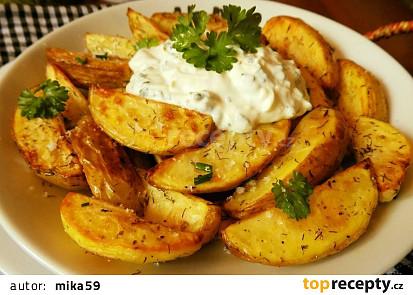 Pečené nové brambory s česnekovým tvarohem