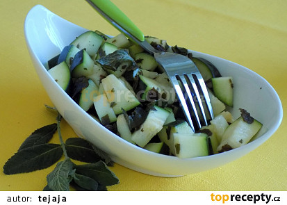 Salát z marinované cukety