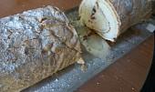 Šlehačková roláda bez mouky s malinami