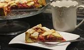 Křehký švestkový koláč s mřížkou
