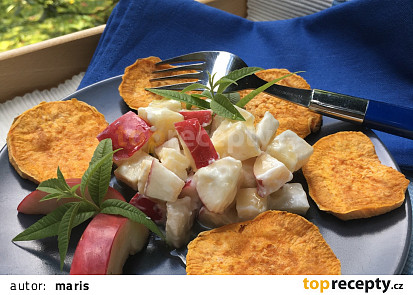 Pečené batáty se sýrovým salátem s jablky