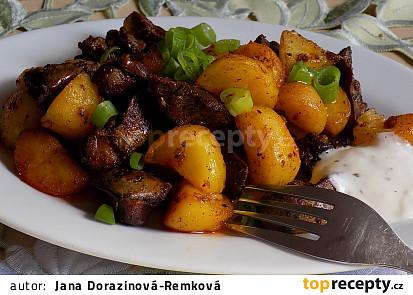 Pikantní brambory s česnekem a kuřecími játry