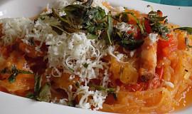 Špagetová dýně s cibulí a slaninou