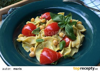 Tagliatelle s cizrnou a rajčaty