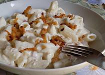 Těstoviny se sýrem a zakysanou smetanou