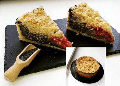 Makový koláč se švestkami a drobenkou