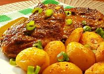 Marinovaná žebírka pečená s bramborami