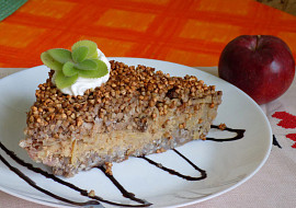 Pohankovo-jablkový nákyp s ořechy a rozinky