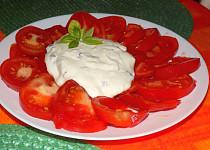 Rajčatový salát s křenem a bazalkou