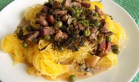 Špagetová dýně  s hráškem a žampiony