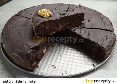 Čokoládový koláč s červenou řepou a rozinkami