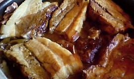 Pečený vepřový bůček s okurkovou omáčkou