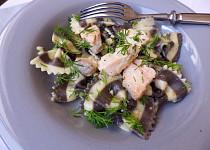 Těstoviny s lososem ve smetanové omáčce s koprem