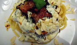 Makarony se sýrovo-špenátovou omáčkou