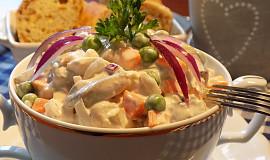 Rybí salát se sýrem a jogurtem