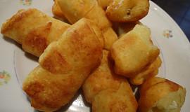 Smažené bramborové rohlíčky plněné sýrem