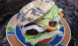 Burgery nebo karbanátky s červenou řepou