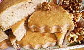 Medový koláč s ořechy
