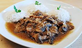Vepřové plátky na houbách à la roštěná s rýží