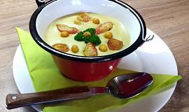 Bílá polévka z tyčinek Surimi