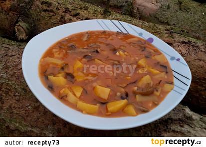 Gulášová polévka z václavek