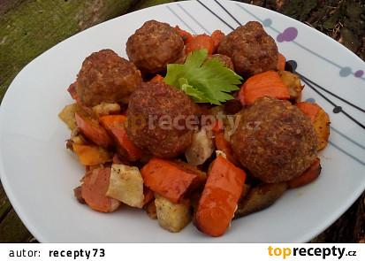 Pečená dýně se zeleninou a masovými kuličkami