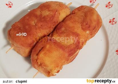 Špízy sýr-mortadela, na talíři