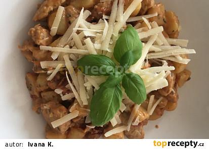 Gnocchi s krůtím masem a sušenými rajčaty