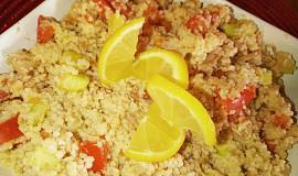 Jednoduchý kuskusový salát s tuňákem a zeleninou