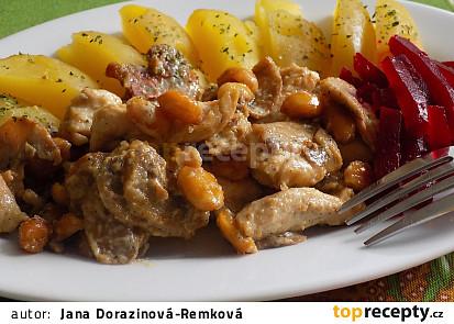 Kuřecí nudličky se žampiony a arašídy