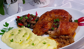 Plněná kuřecí stehna se žampionovou směsí
