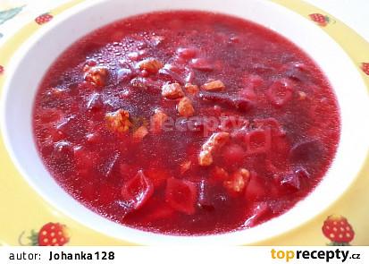 Polévka s krůtím masem a červenou řepou - pro nejmenší
