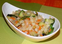 Salát se zeleninou a těstovinami