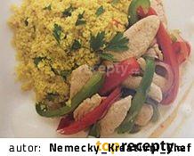 Krůtí filé s paprikou, kari-pomerančovým bulgurem a jogurtovou omáčkou