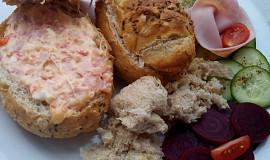 Rozpékané plněné pečivo nebo chléb