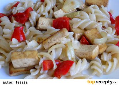 Tofu s těstovinami a zeleninou