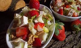 Hermelínový salát (nejen) s jahodami