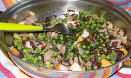 Pánev z červené rýže s vepřovými kostkami