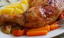 Pečené kuřecí stehno na kapustičkách a baby karotce